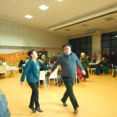 Branle ossalois chanté et... dansé par Yan et Maïté