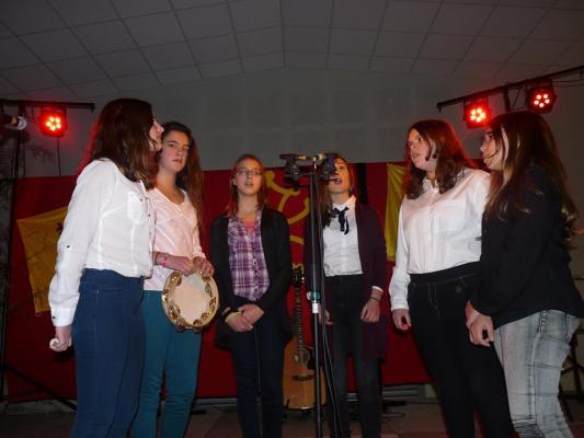 Prestation des 6 collégiennes de Loures-Barousse